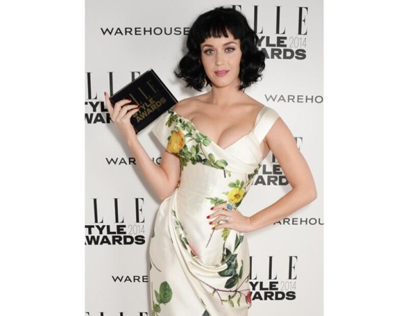 La cantante pop recibió el honor durante la reciente entrega de los Elle Style Awards, organizada por la edición británica de la revista a donde acudieron diversas personalidades de la moda.