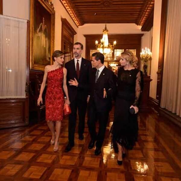 En la cena, como parte de las actividades que realizan los monarcas españoles en su primera visita de Estado a México y al continente, el jefe del Ejecutivo federal reconoció el compromiso de la corona española de tender puentes trasatlánticos a partir de la Cumbre Iberoamericana.