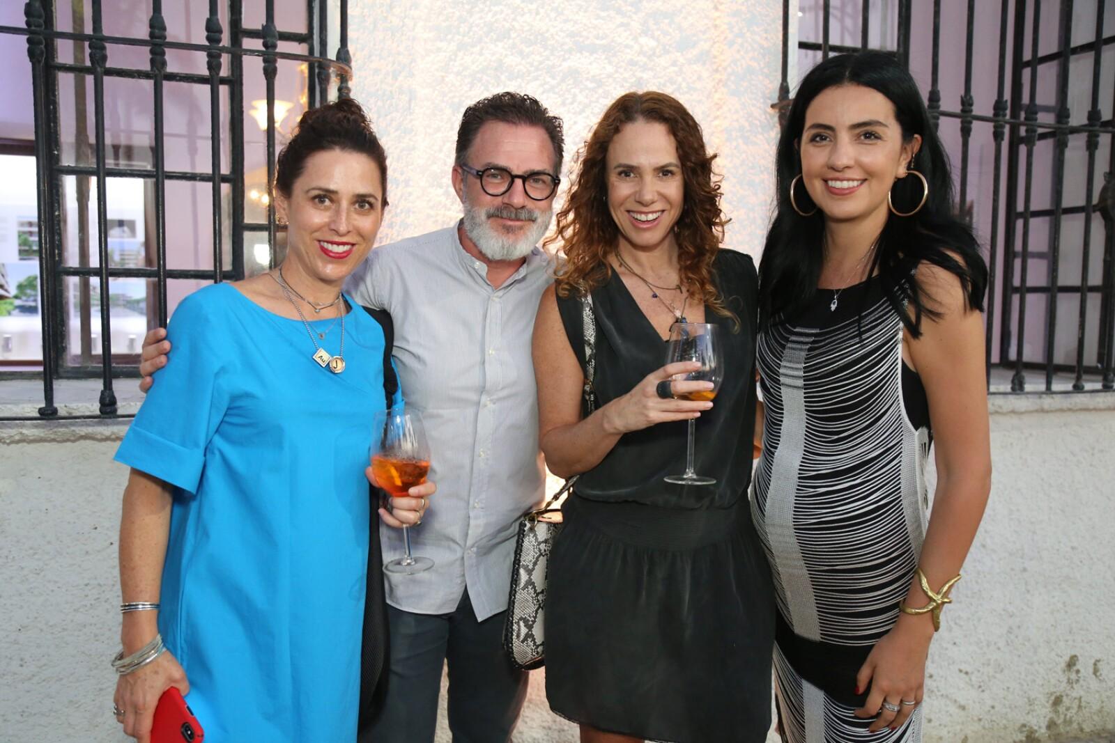 Daniela Roel, Diego Hass , Virna Winckelmann, Aranza Carvallo.jpg
