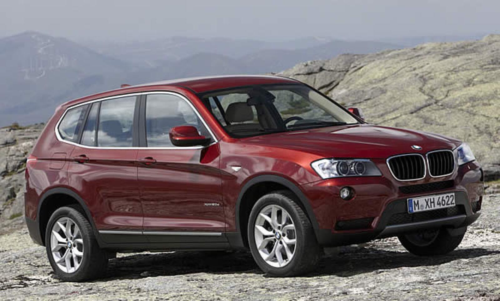 La firma teutona BMW ha presentado las primeras imágenes y datos técnicos de la segunda generación de su Sports Active Vehicle, el BMW X3.