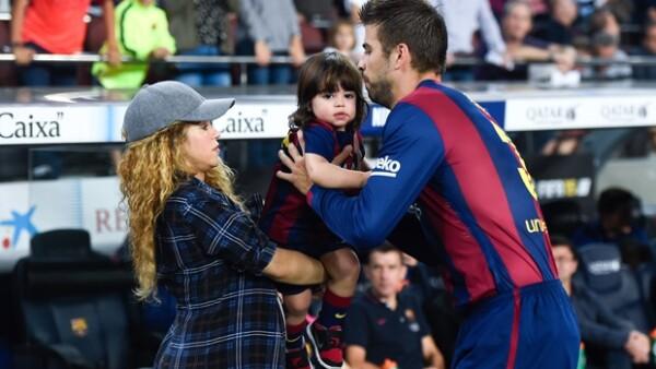 La colombiana llevó al pequeño Milan y a su pancita de embarazo a ver jugar a su papá durante un partido de futbol en contra del Eibar.