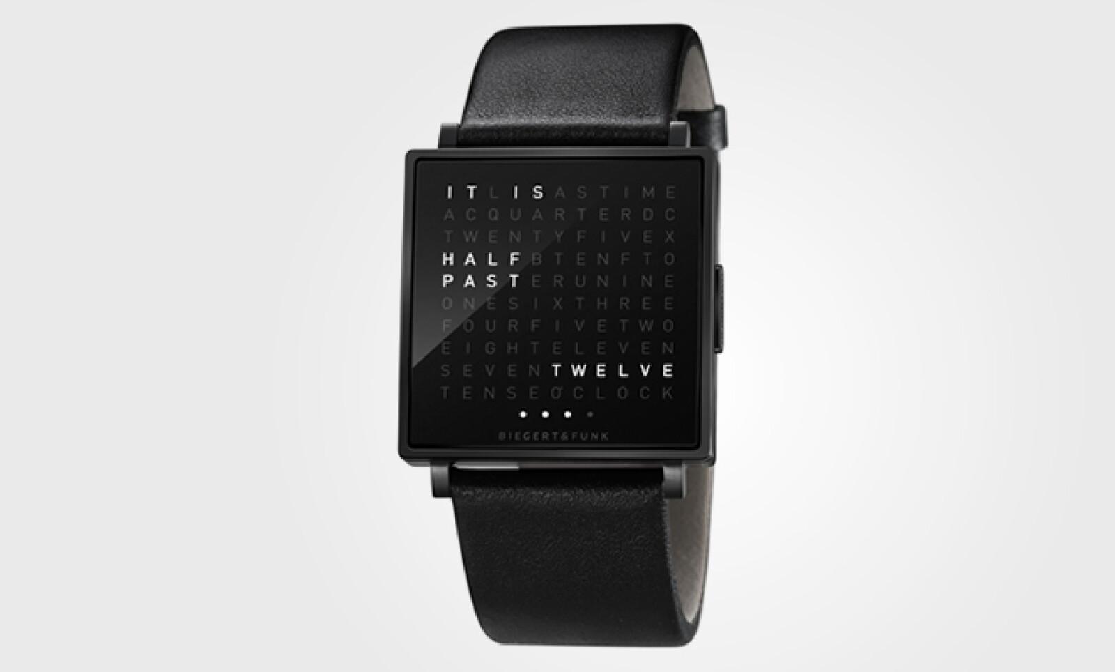 Son 110 letras las que se alinean en este reloj y que a cada minuto se iluminan para dar una explicación de la hora, tan sólo al presionar un botón.