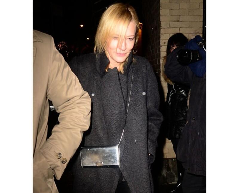 Cate Blanchett fue vista por la mañana llevando una bolsa con juguetes, probablemente como regalo para los hijos del actor.