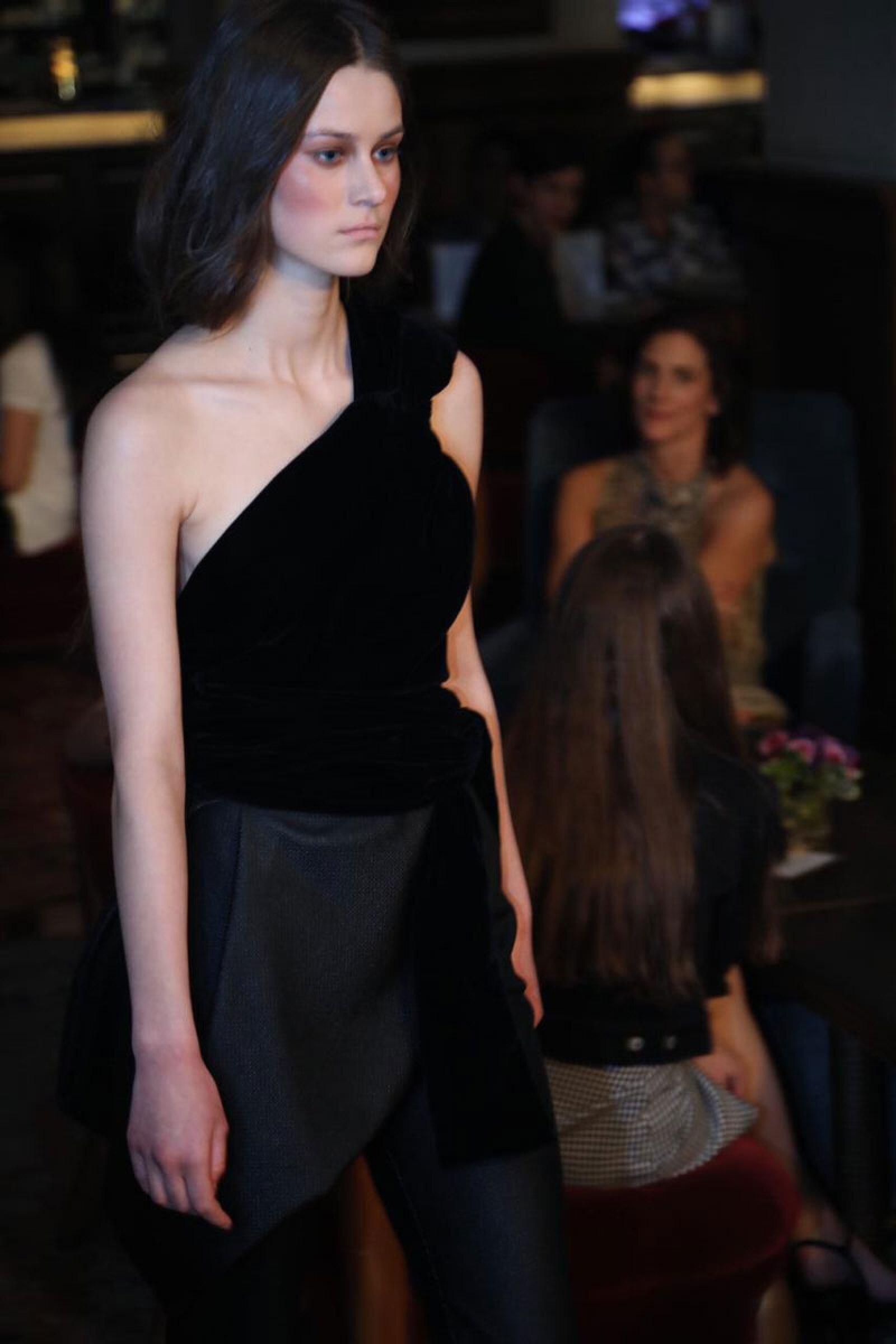 Sandra-Weil-MBFWMX-Runway-Black-Velvet-Look
