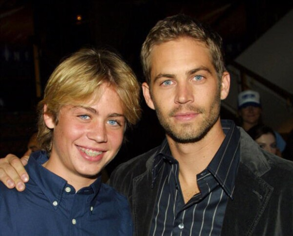 Los hermanos durante la premier de Timeline, en Noviembre del 2003 en el Mann's National Theatre de LA.