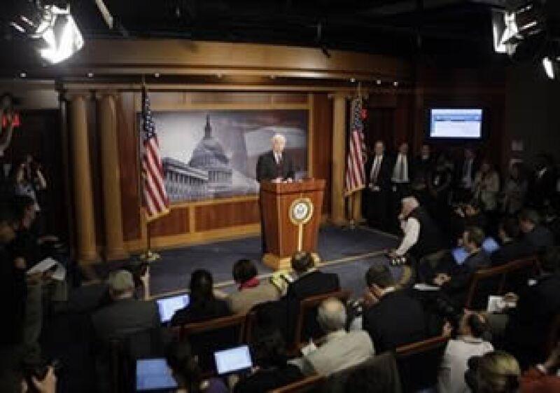 Dodd pide mayor transparencia a las agencias calificadoras, y hacerlas responsables ante tribunales si son imprudentes. (Foto: AP)