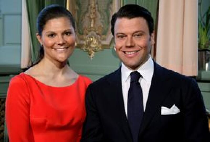 La Casa Real sueca anunció el compromiso de la heredera y su novio, el empresario Daniel Westling, después de siete años de relación.