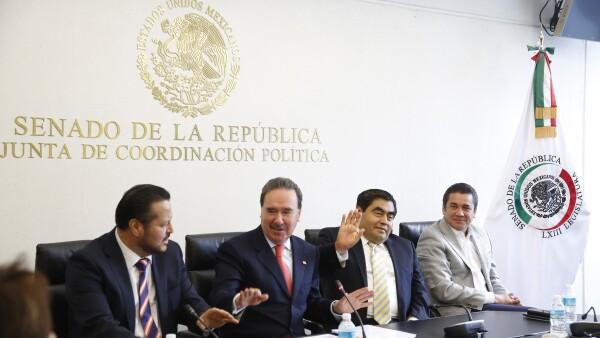 Coordinadores parlamentarios en conferencia de prensa.