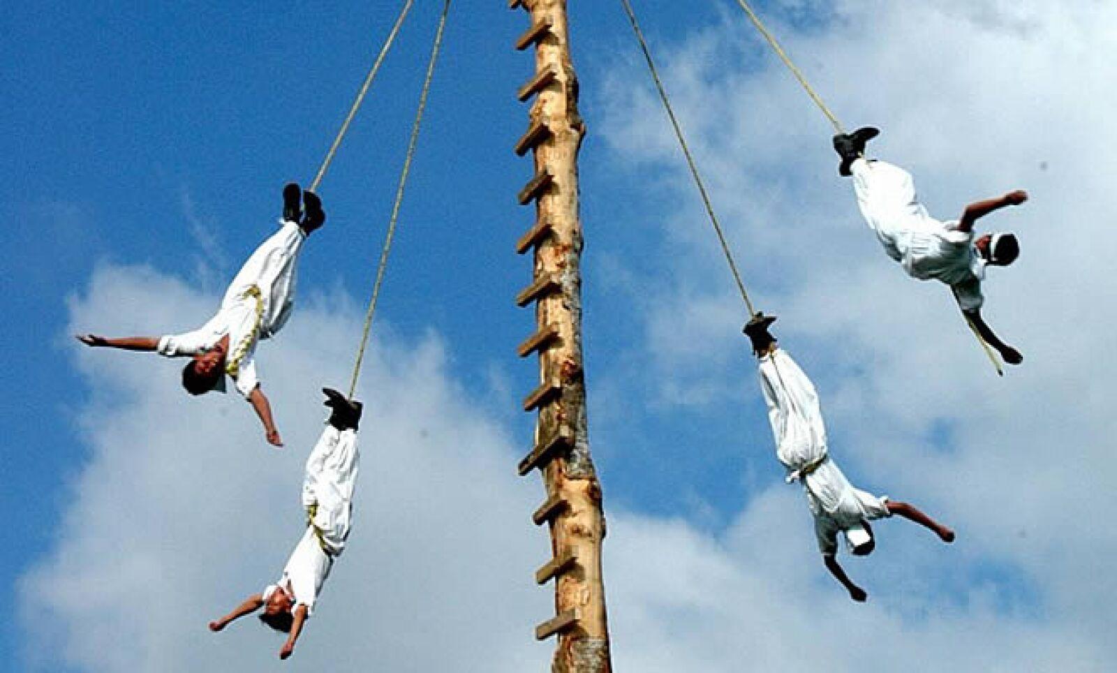 La ceremonia ritual de los voladores de Papantla, Veracruz, fue reconocida por la UNESCO como Patrimonio Cultural Intangible de la Humanidad.