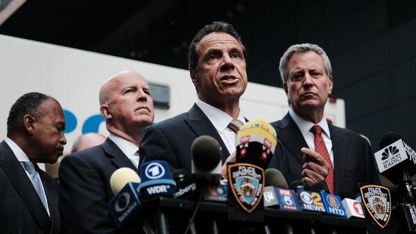 El gobernador de NY hace un recuento del hallazgo de paquetes sospechosos