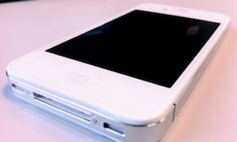 Muchos esperaban que el iPhone 4S tuviera una pantalla más grande y un 'hardware' más innovador. (Foto: Cortesía Fortune)
