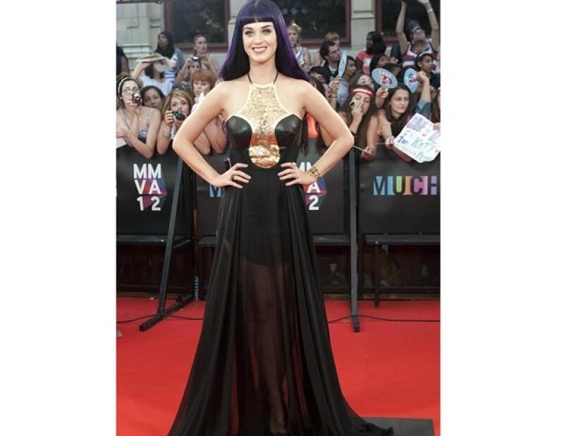 La cantante se presentó ayer en los premios Much Music en Toronto, Canadá, donde la estadounidense asombró a la audiencia por el traje transparente que decidió usar.