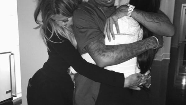 Emotivo abrazo en el descanso de la mudanza de Kylie