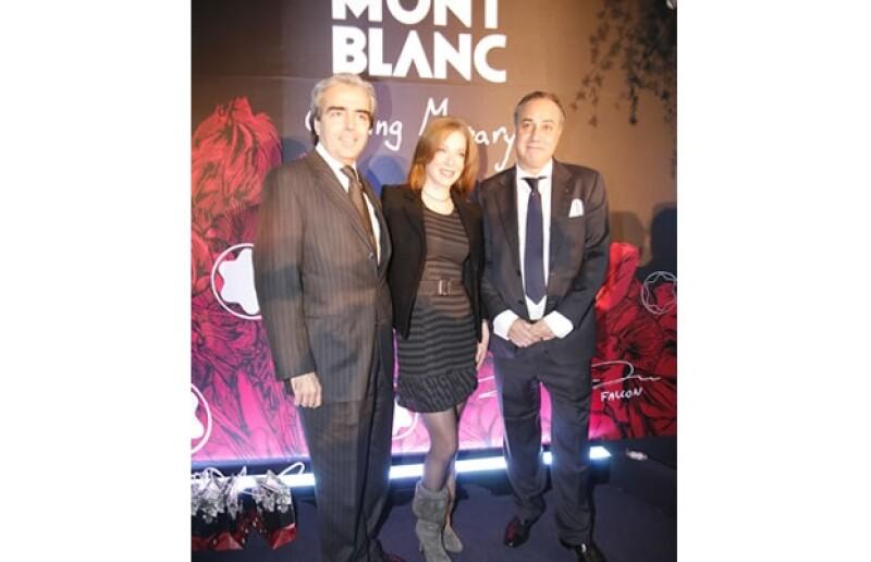 Lorenzo Lazo, Edith González y Jorge Puentes, director ejecutivo de Monblanc.