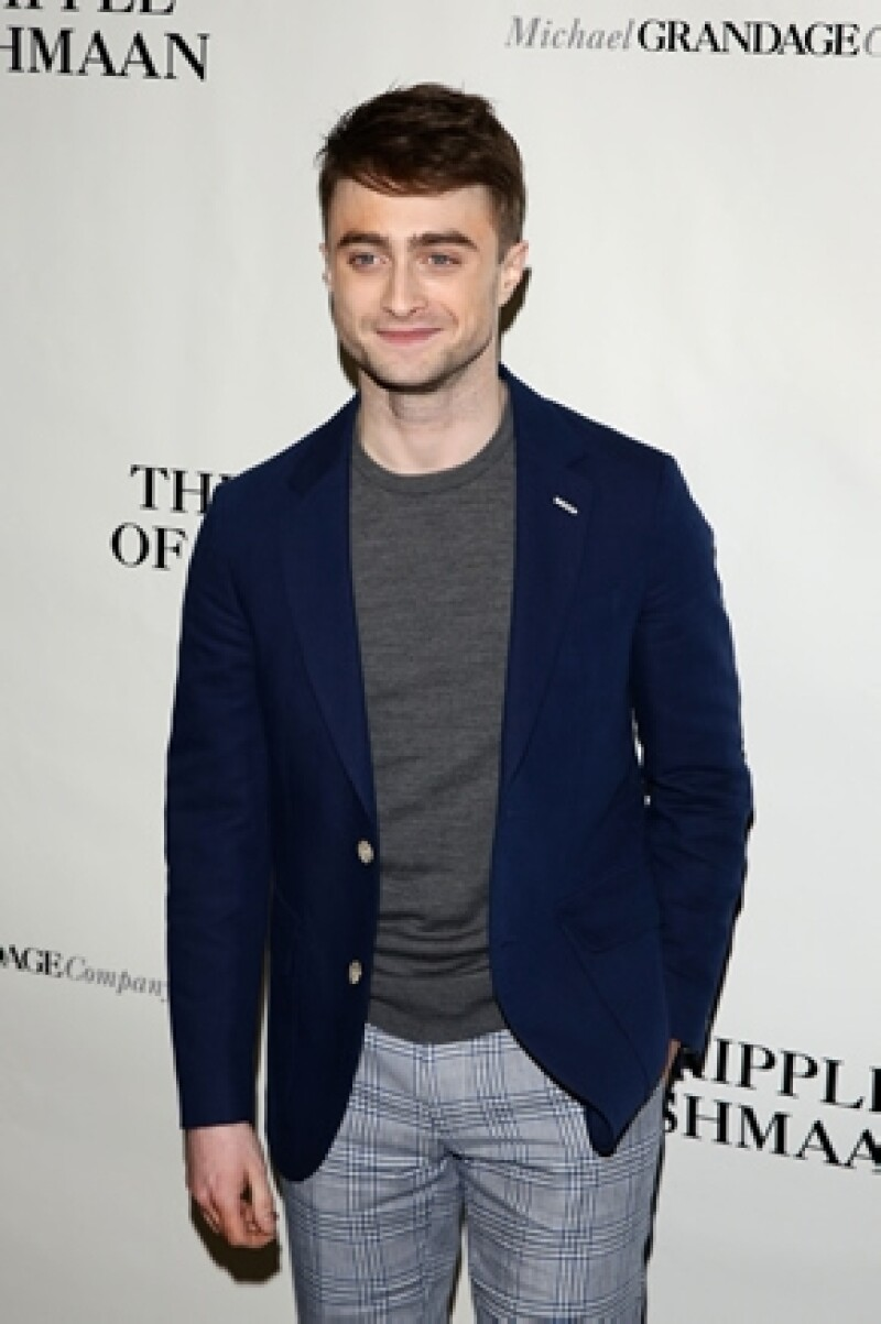 El actor, quien se hiciera famoso por su papel de Harry Potter, dijo que si saliera con una de sus admiradoras lo haría una persona rara.
