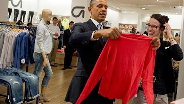 Luego de algunos compromisos de trabajo, el mandatario estadounidense hizo una parada en una tienda de Manhattan para comprar algunas prendas y llevarlas como detalle a su familia.