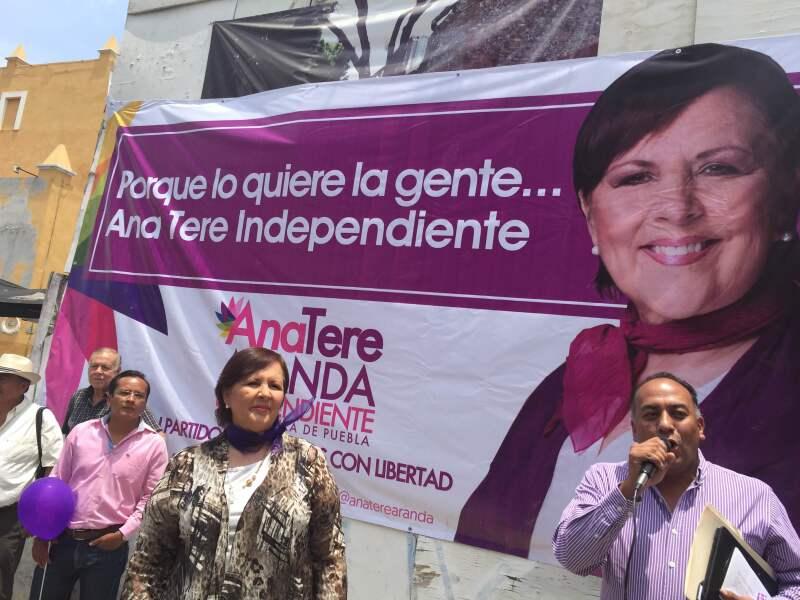La aspirante por la vía independiente inició su campaña en La Casa del Torno, ubicada en el Centro Histórico de Puebla.