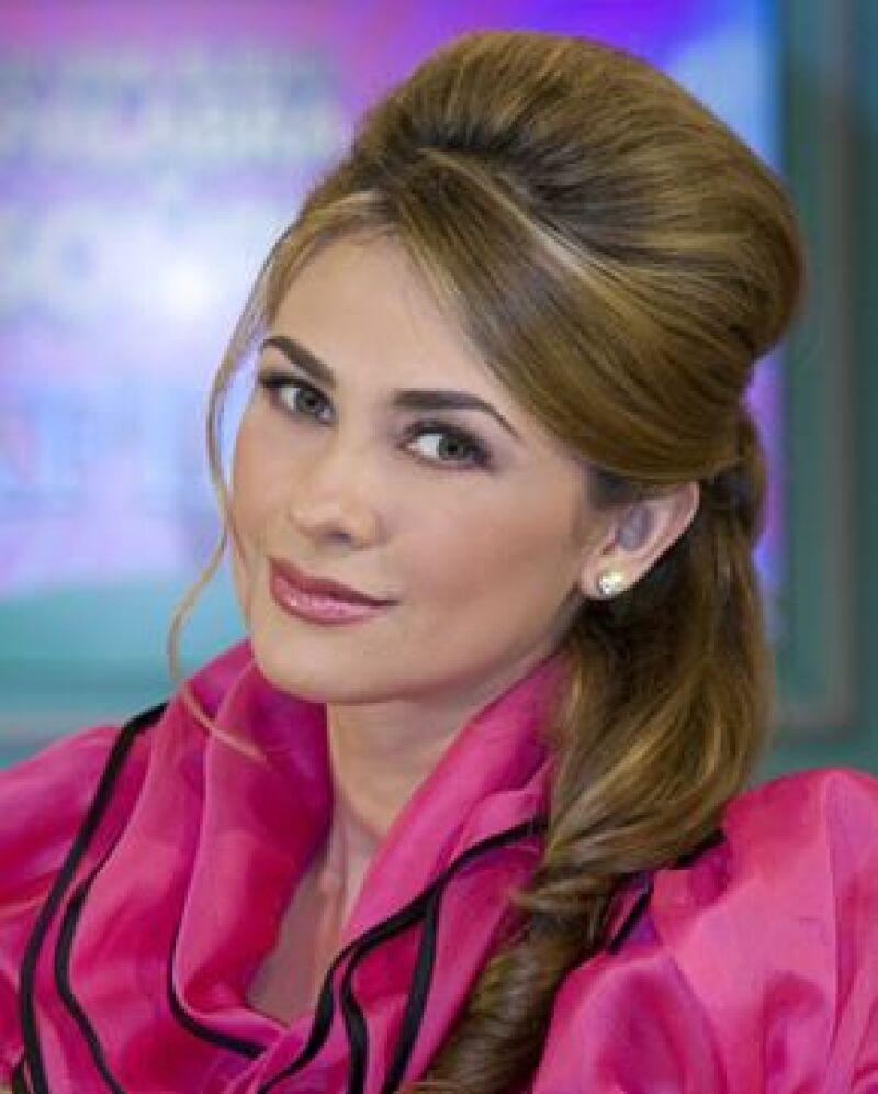 La actriz ha pedido la ayuda de las personas por medio del blog de Mitodobebé para que le manden sugerencias y así escoja cómo se llamará su segundo hijo con Luis Miguel.