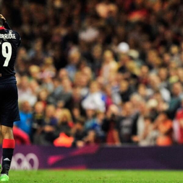 jugador ingles lamenta un penalti futbol olimpico