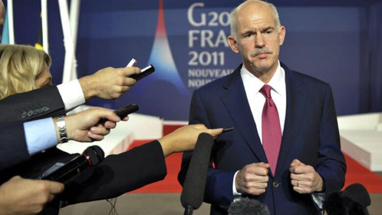 El primer ministro griego, George Papandreou, se reunió con líderes europeos tras el llamado a una consulta sobre el paquete de rescate.