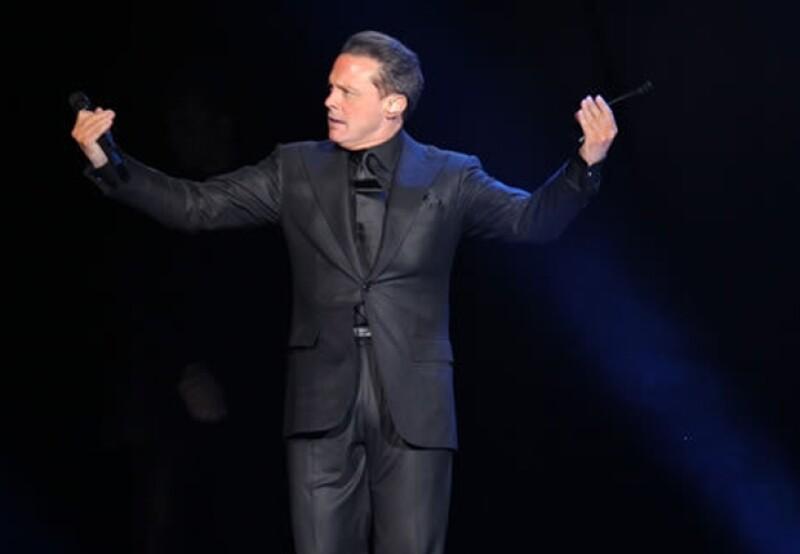 Luis Miguel abrió la serie de conciertos que posteriormente la Arena Ciudad de México ofrecerá al público.