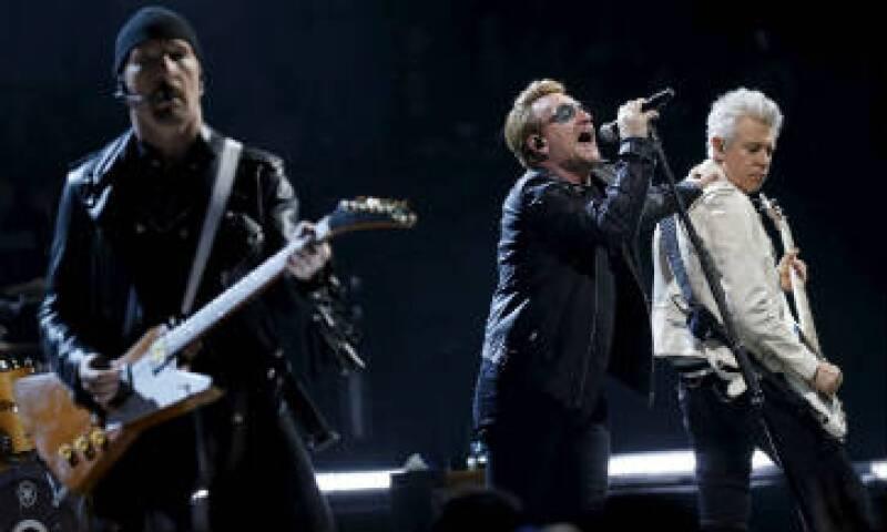 La banda irlandesa realizó el primero de dos conciertos en la capital francesa. (Foto: Reuters)