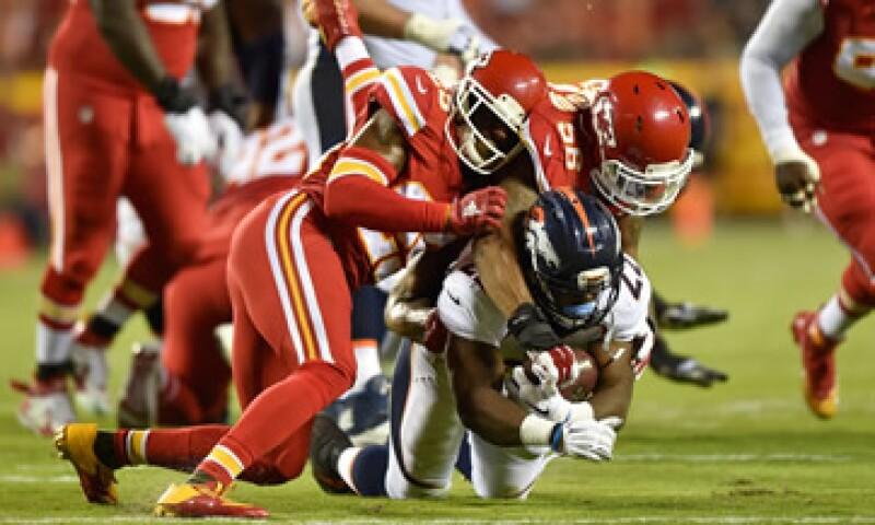 Los jugadores de la NFL están expuestos a golpes directos en todas partes de su cuerpo; algunos sufren los estragos después de retirarse (Foto: Getty Images/Archivo )