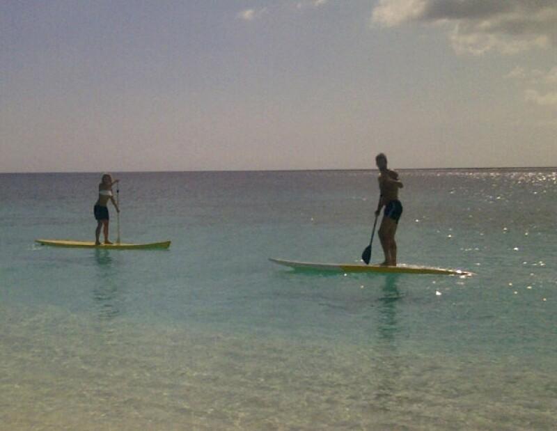 La pareja realizó una de las actividades más comúnes en el mar.