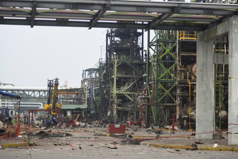 Los equipos de seguridad ingresaron a las zonas de más difícil acceso de la planta de Pemex que registró una explosión el 20 de abril.