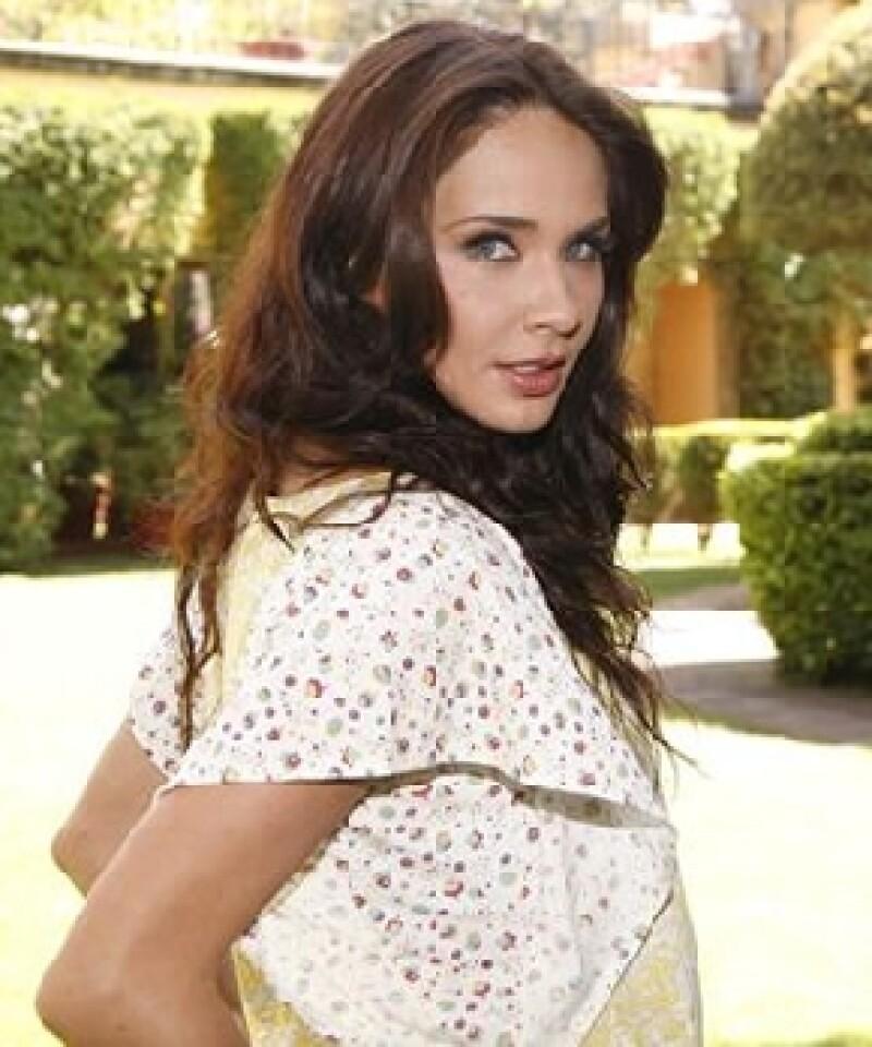 Adriana Louvier es novia de Augusto Salas desde hace varios meses.