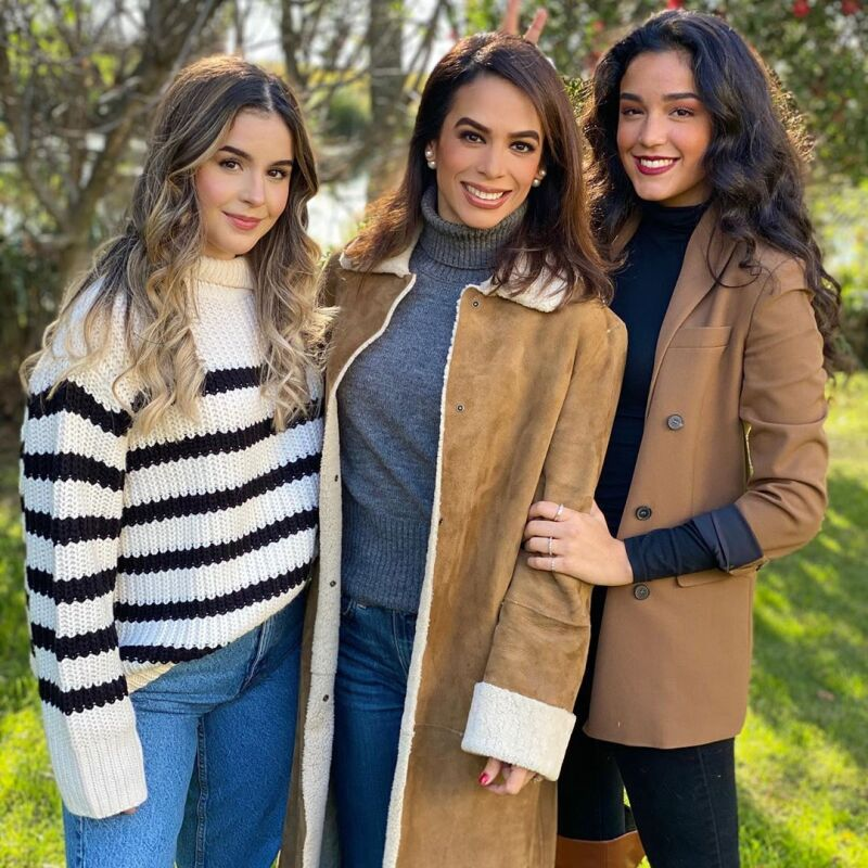 Biby Gaytán y sus hijas Alejandra y Ana Paula Capetillo