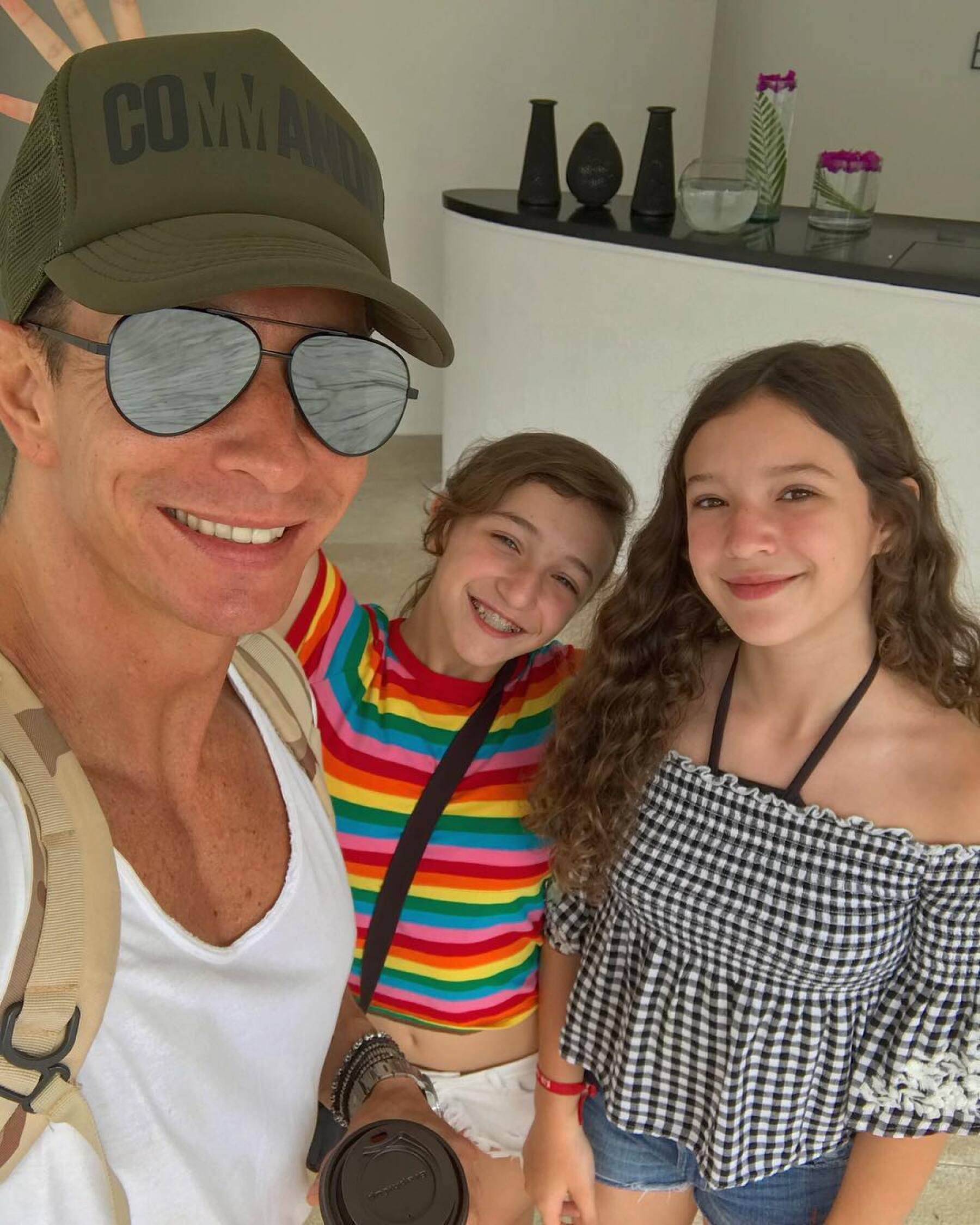 Erik Rubín y sus hijas Nina y Mía