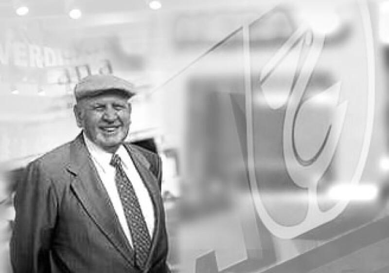 En 1943, Carlos González Nova se convirtió en socio formal de su padre y asumió mayor liderazgo en Comerci. (Foto: Foto Arte: Miguel Ángel Flores)