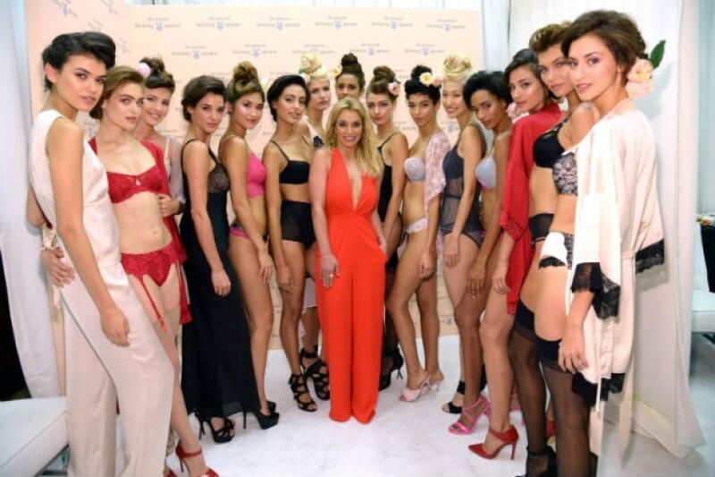"""La cantante mostró su faceta más sensual al aprovechar la Semana de la Moda de Nueva York para dar a conocer las prendas que integran la colección """"The Intimate Britney Spears""""."""