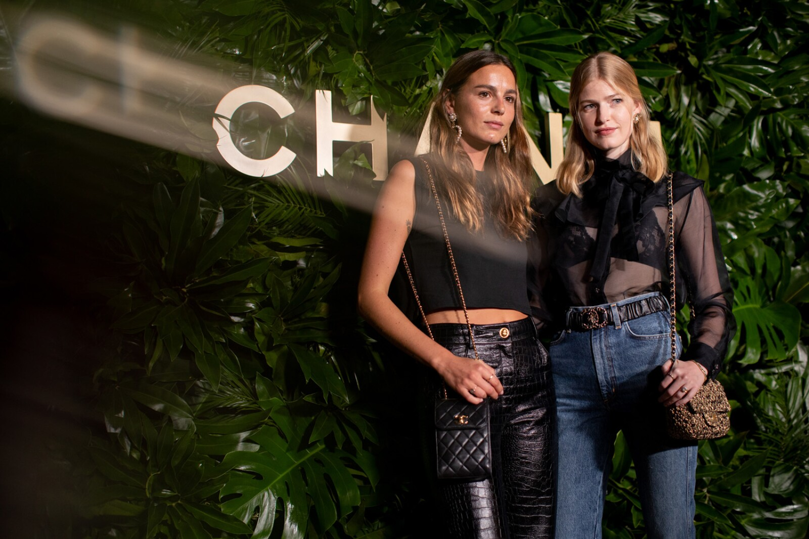 Eleonore TOULIN and Louise PARKER_Gabrielle CHANEL Essence_Dinner_Hosted by Margot ROBBIE_September_12th_2 (2).jpg