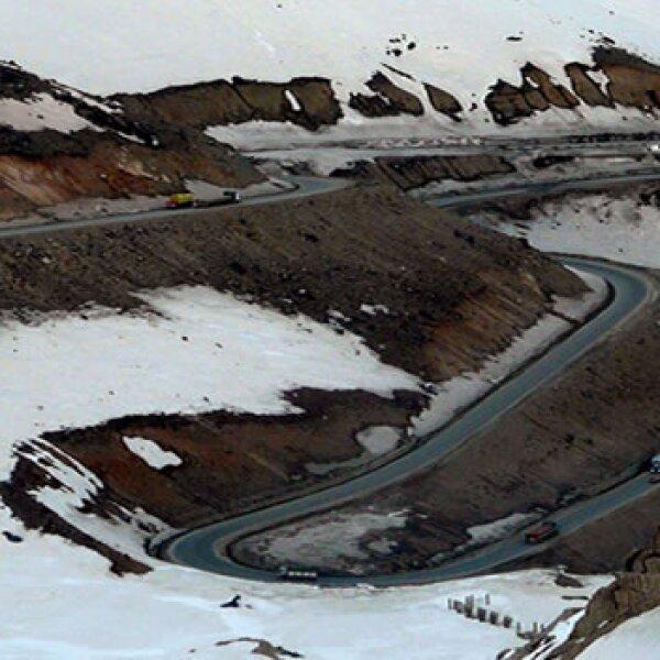 vista aerea carretera que lleva al tunel salang