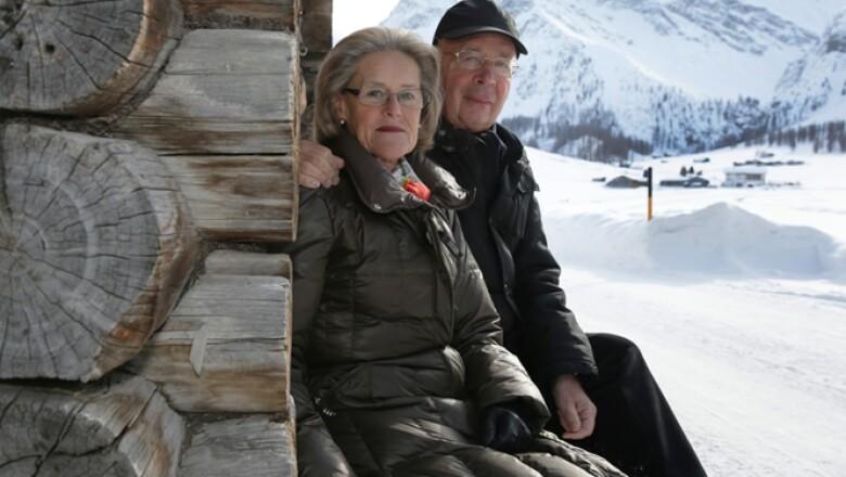 Hilde y Klaus Schwab, fundadores del WEF (World Economic Forum), disfrutan de los Alpes antes del foro de 2013.