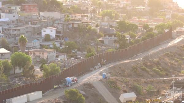 EU restaura el muro fronterizo en San Diego para disminuir la migración