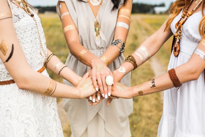 Este esquema recluta a mujeres con la un mensaje de falso empoderamiento y espiritualidad, en realidad es el viejo fraude piramidal. Te explicamos cómo funciona.