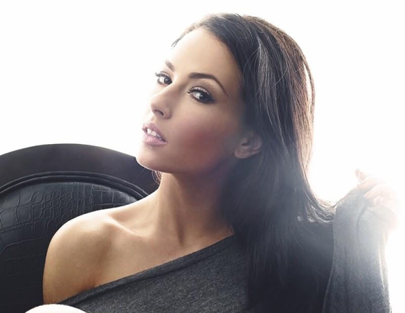 La actriz mexicana nos platicó sibre su experiencia de trabajar en la telenovela &#39Eva Luna&#39 al lado de Jorge Lavat, así como del nuevo melodrama en el que participa &#39La Casa de al lado&#39.
