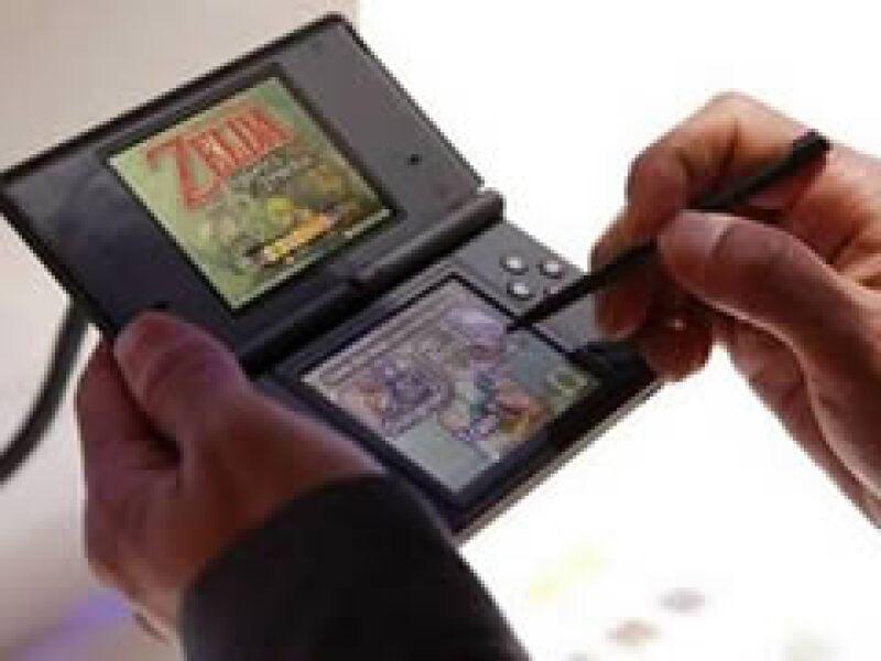 La popular consola DS tendrá una función más allá del entretenimiento en las clases japonesas.  (Foto: Reuters)