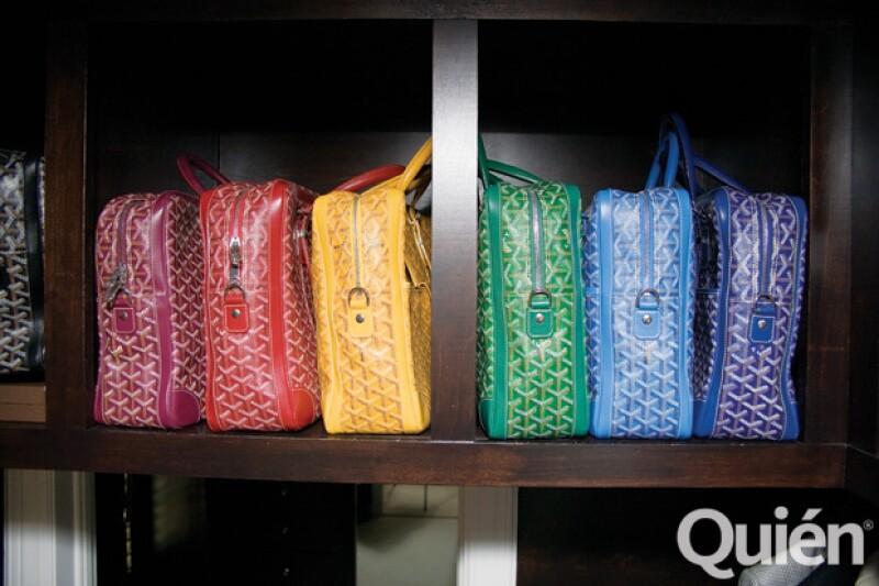Algo que amaba Christian era su colección de portafolios de Goyard en varios colores.