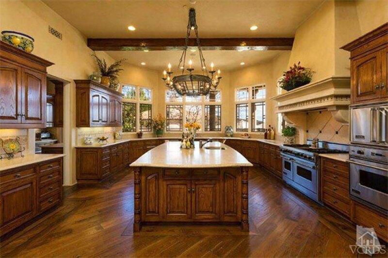 Su estilo arquitectónico es villa italiana.