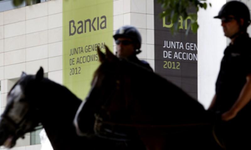Lo que busca la UE es aliviar la presión sobre los bonos soberanos en la zona del euro. (Foto: AP)