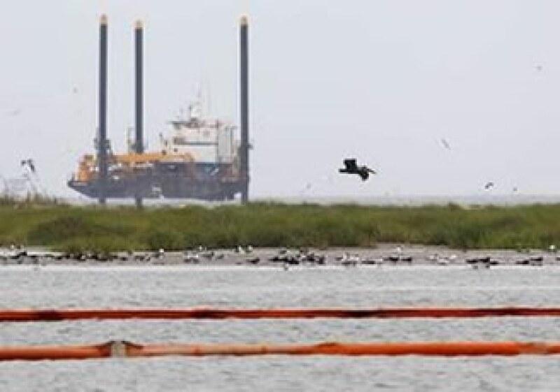 El derrame en una plataforma petrolera en el Golfo de México, controlada por BP, inició el 24 de abril.  (Foto: Reuters)