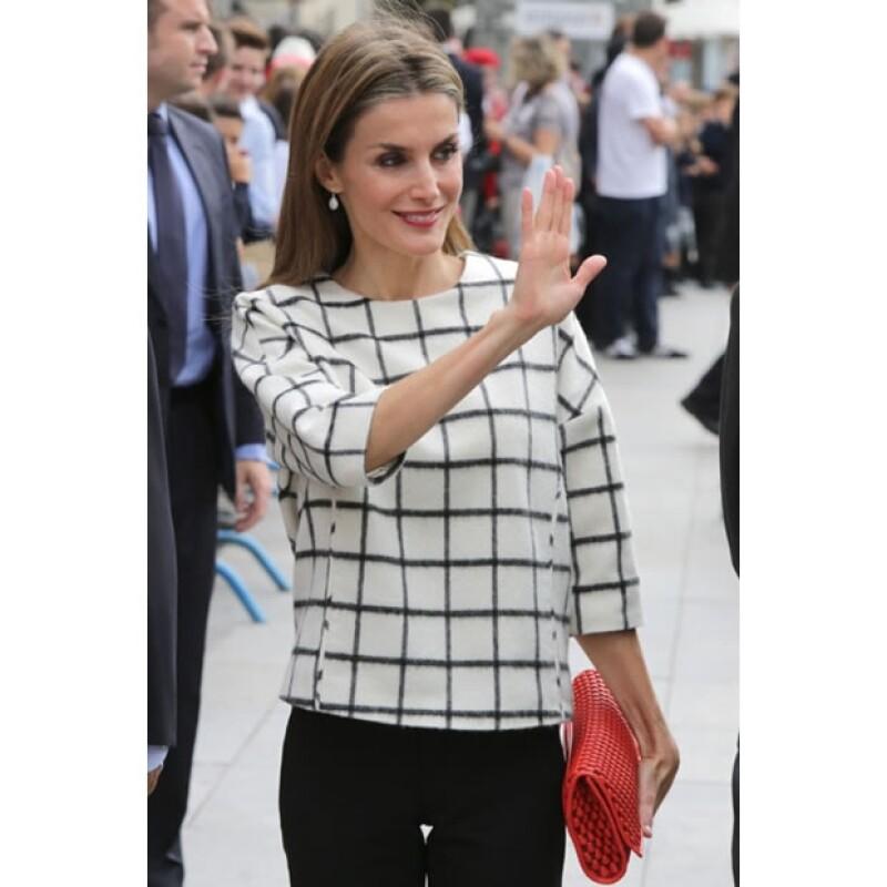 La soberana española cuenta con el apoyo de su amiga Cristina Valls para mantenerse al tanto de las últimas tendencias y conseguir las piezas más deseadas.