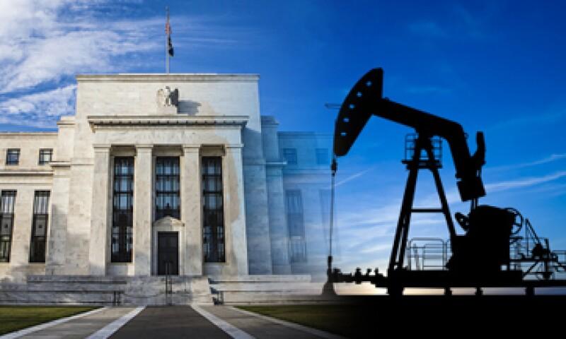 México tendrá que realizar ajustes en el mercado petrolero, ante la baja de precios del barril, señaló el IMEF. (Foto: Especial)