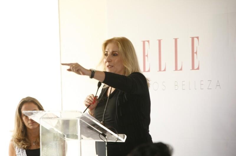 Mari Paz Ocejo, editora general de ELLE, fue la primera en dirigirse al público.