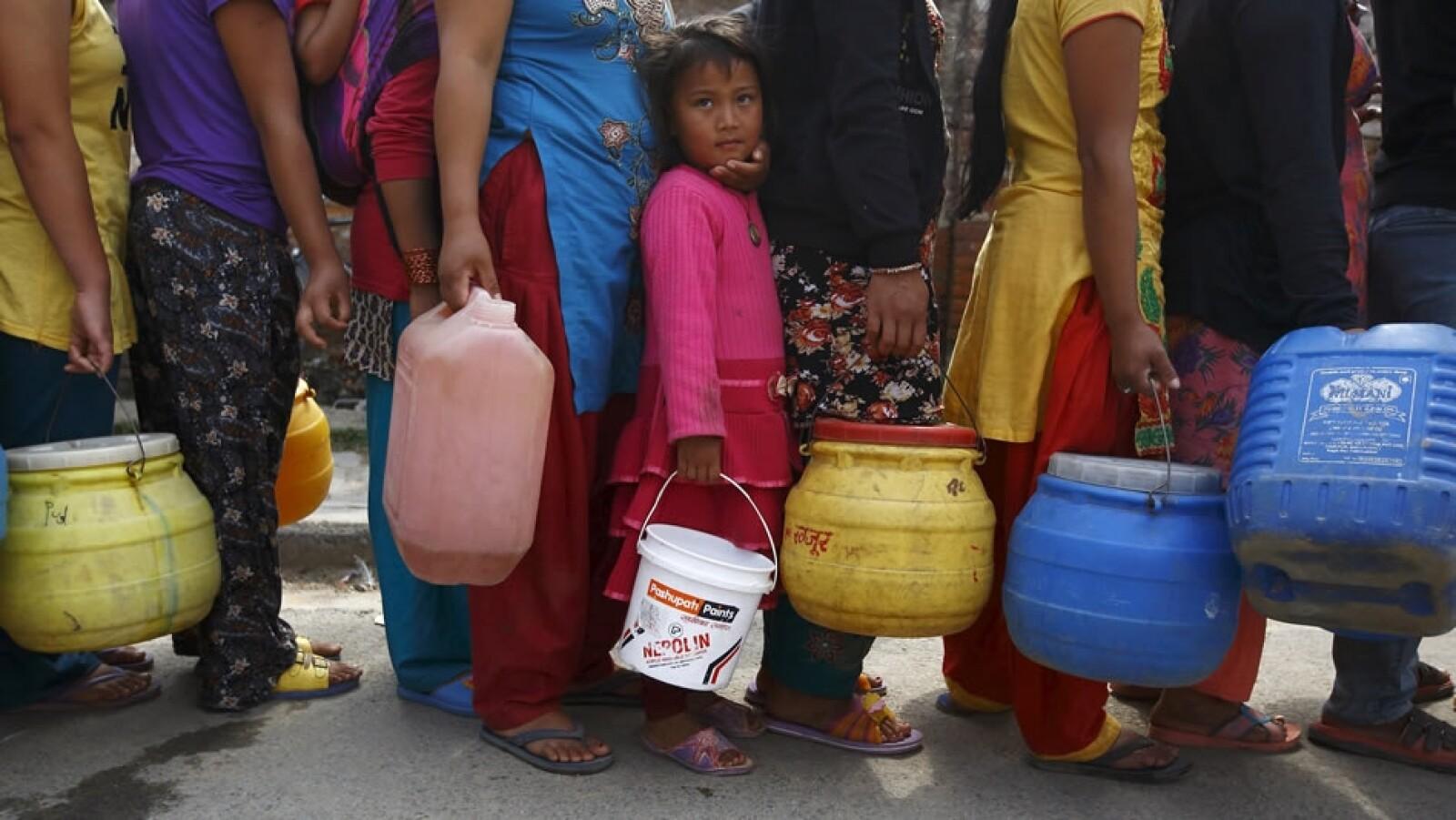Filas agua Nepal Katmandu