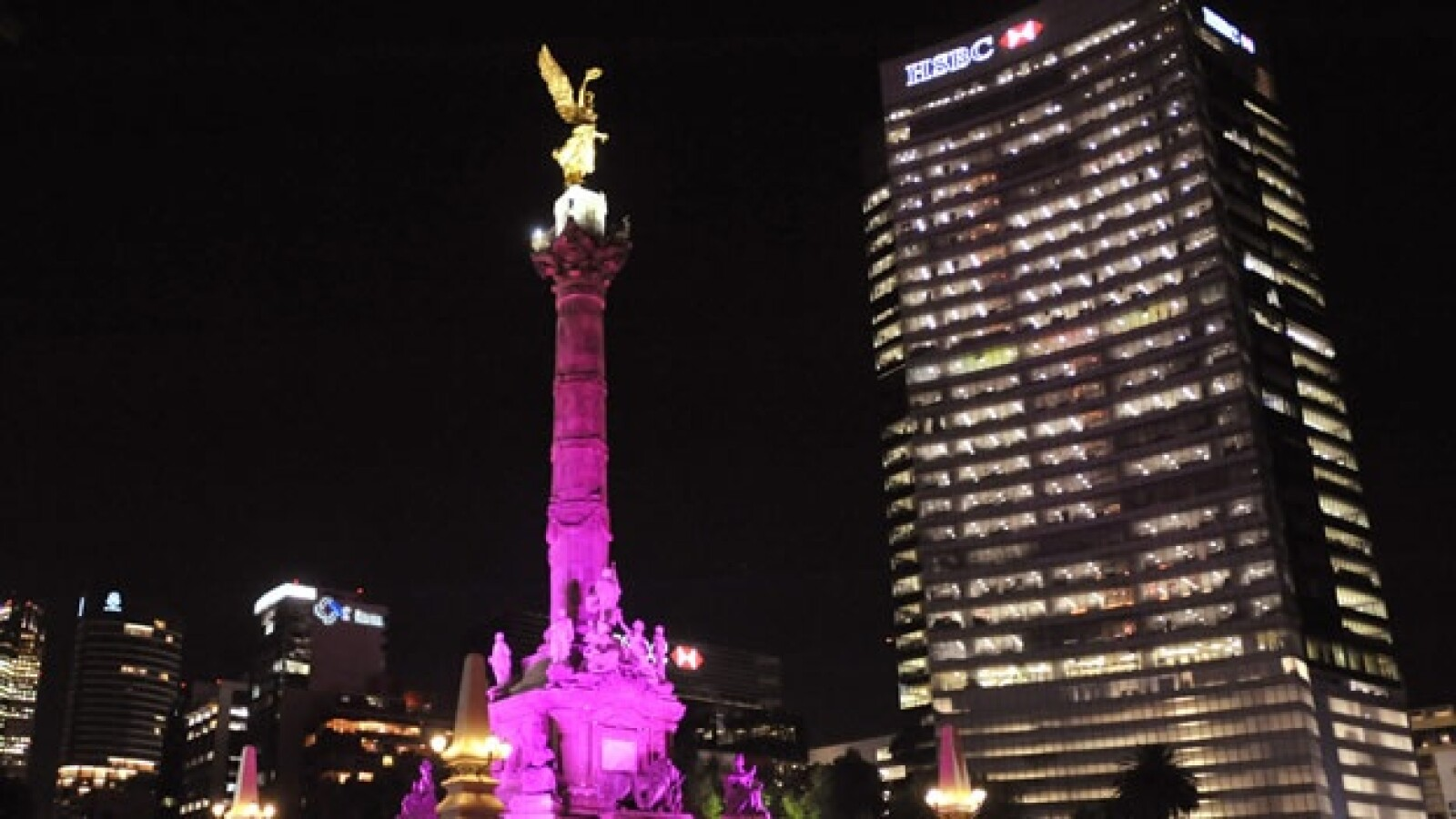 angel de la independencia iluminación rosa lucha contra cáncer